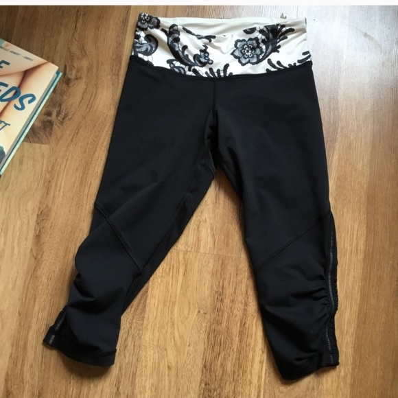 4 lululemon black leggings 3/4 length black white